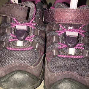 Keen hiking shoes for toddlers. Size 9t